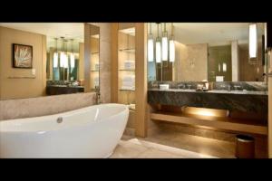 Marina Bay Sands Bathroom